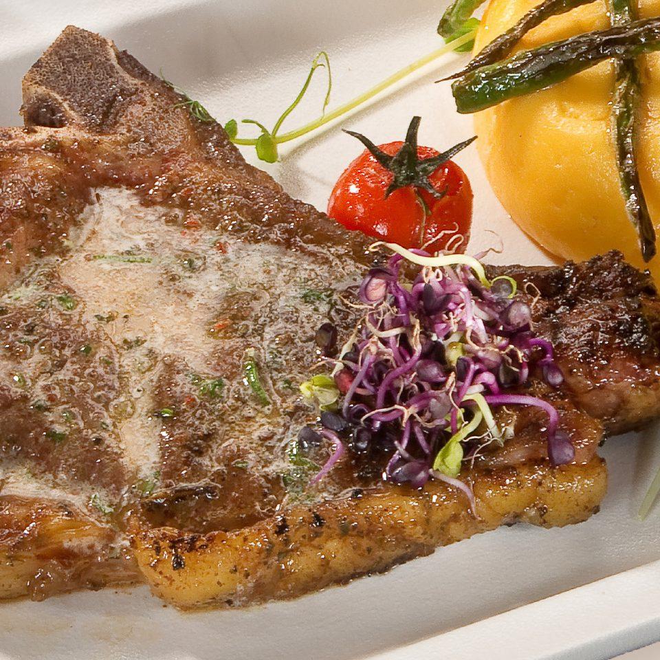 Rib eye steak zöldfűszeres vajjal